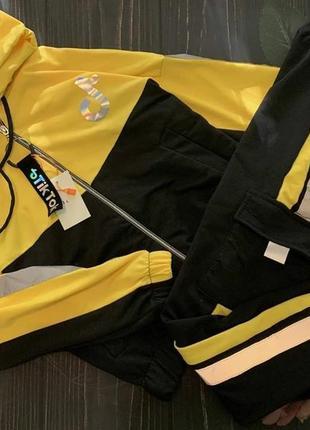 Спортивный костюм tik tok со светоотражающими вставками