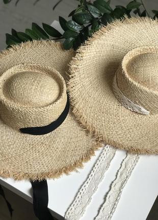 Соломенная шляпа с лентой