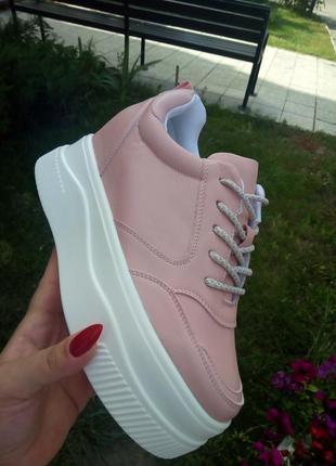 Женские кроссовк ботинки