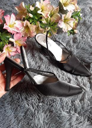 Туфли лодочки с открытой пяткой с тонкими лямками lotus