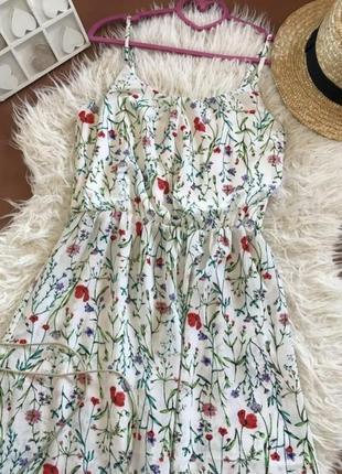 Нежное платье в цветочный принт 🌿