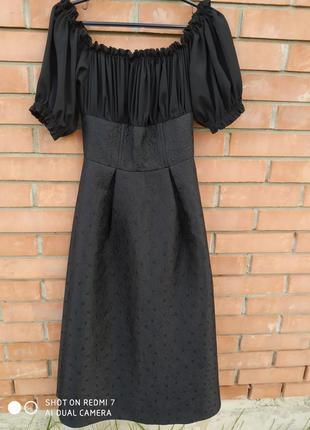 Дизайнерське стильне  плаття міді з вишуканою спинкою