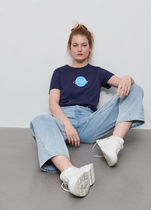 Футболка женская с вышивкой синяя