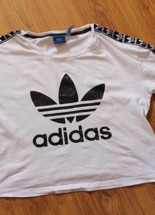 Трендовая футболка топ с большим лого трилистник лампасы adidas