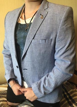 Серо-голубой мужской пиджак