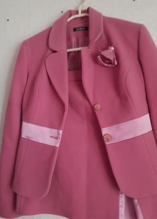 Костюм двойка. ткань пальто и вставки атласные