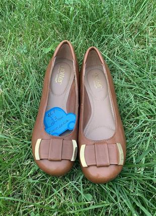 Кожаные туфельки балетки на низком каблуке для золушки