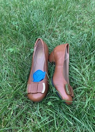 Кожаные туфельки балетки на низком каблуке для золушки2 фото