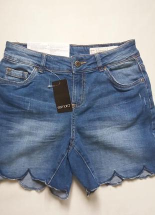 Оригинальные джинсовые шорты с рваными элементами esmara