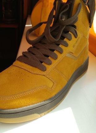 Теплые стильные ботинки из замши