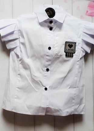 Стильная блуза со спущенным плечом