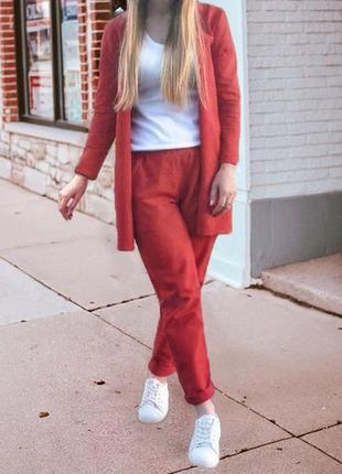 Красный трикотажный костюм (брюки кроя мом)