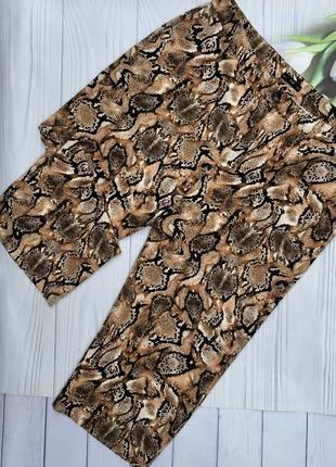 Шикарные укороченные брюки змеиный принт f&f большого размера