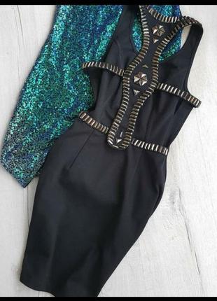 Красивое черное платье с открытой спинкой