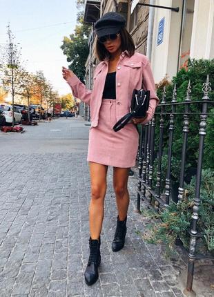 Вельветовый деловой костюм: пиджак и юбка