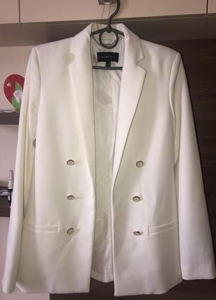 Пиджак белый манго