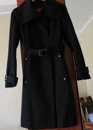 Фирменное и стильное пальто от mango