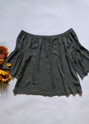 Легкая блуза соткрытыми плечами