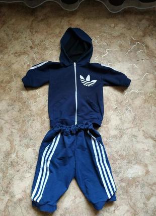 Спортивный костюм с шортами на 5-8 лет.