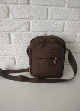 Удобная мужская сумка среднего размера