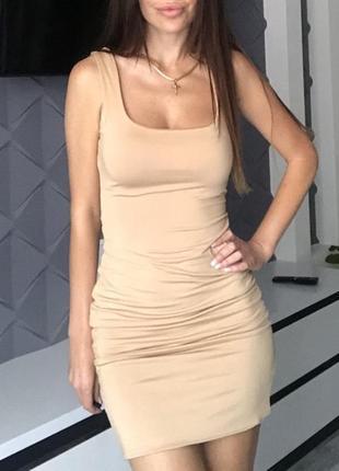 Нюдовое обтягивающее платье
