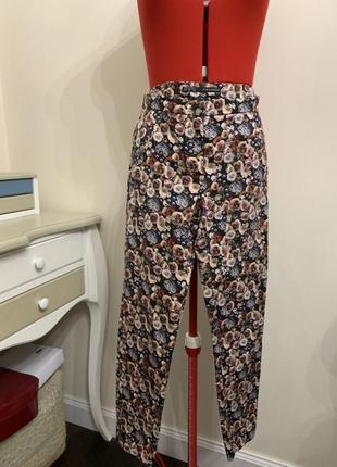 Стильные брюки от zara с цветочным принтом