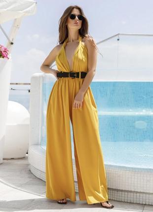 Шикарный стильный сексуальный желтый комбинезон