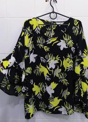 Яркая шифоновая блуза с красивыми рукавчиками