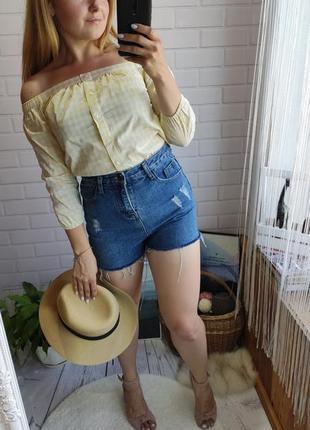 Актуальные джинсовые шорты на очень высокой посадке
