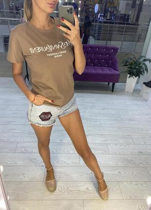 Женская футболка бежевого цвета