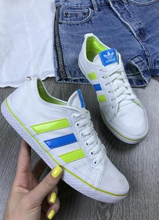 Стильные белоснежные кеды adidas