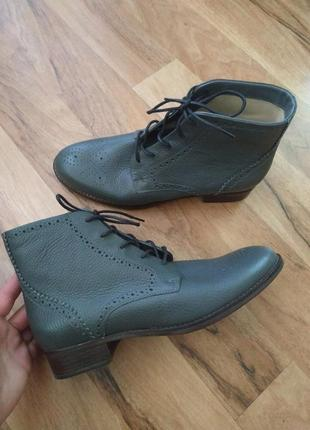 Новые кожаные ботинки clarks 41 размер