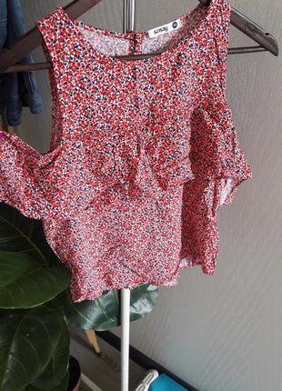 Легкая блузка открытие плечи