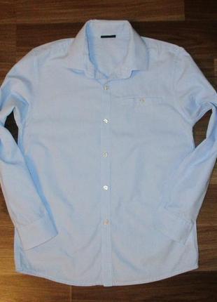 Голубенькая котоновая рубашечка фирмы некст на 8-9 лет