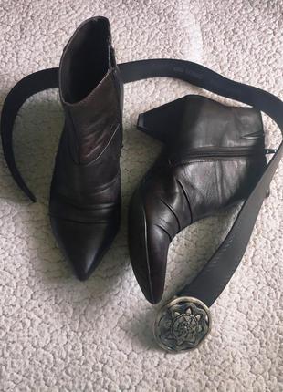 Трендовые кожаные ботильоны полусапоги ботинки с узким острым носом