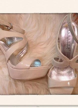 Нюдовые босоножки туфли на каблуке слоновая кость айвори танкетка платформа