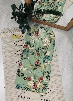 Плаття в квітковий принт від prettylittlething🌿