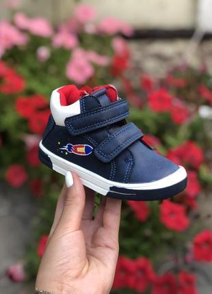 Демисезонные ботинки для мальчика на липучке