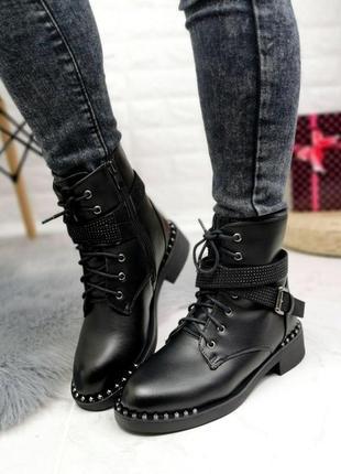 Стильные ботинки женские с ремешком