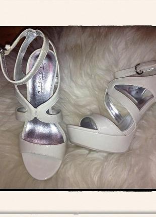 Нюдовые босоножки туфли на каблуке платформа танкетка слоновая кость айвори