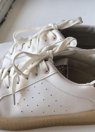 Белые кеды с блестками