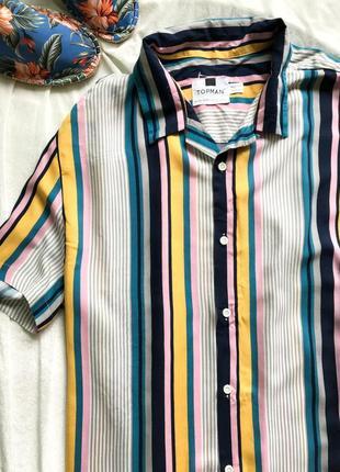 Шмкарная мужская рубашка с коротким рукавом в актуальную полоску