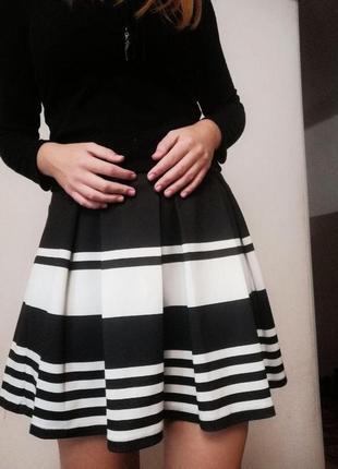 Черно-белая юбка stradivarius