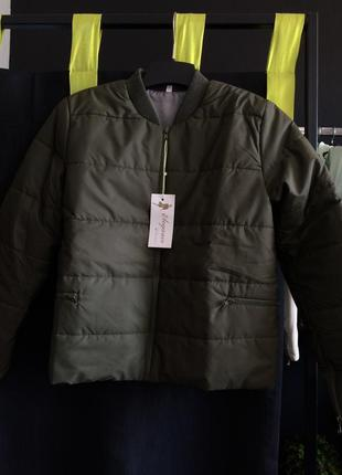 Укорочена куртка типу бомбер