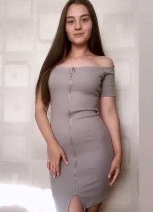Серое платье в рубчик колинз