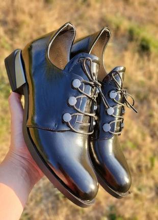 Стильные туфли на шнурках