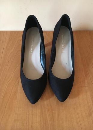 Стильные чёрные классические замшевые туфли