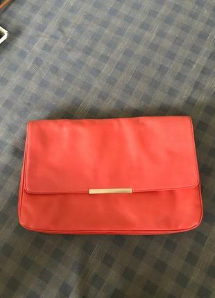 Красный кожаный клатч