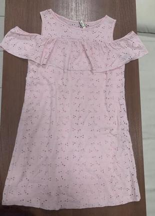 Платье с перфорацией. сукня з воланом на рукава