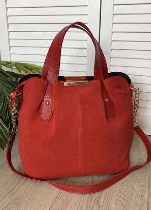 Красная замшевая женская сумка ,среднего размера,